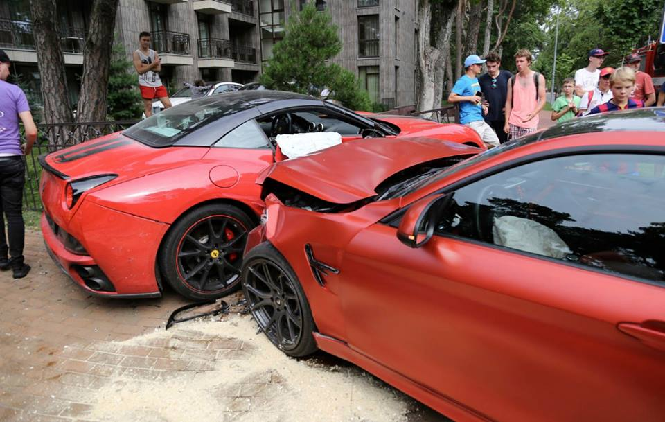 bmw m4 and ferrari california crash